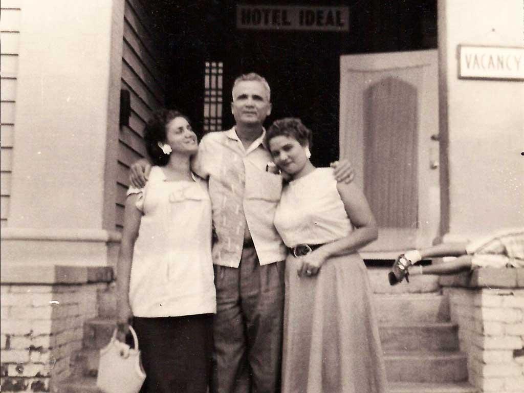 Leonor, Julio, Coco 1957