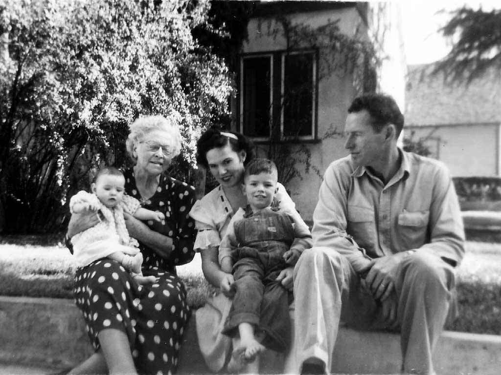 Dorr family with grandma May Kay